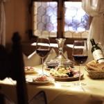 Kulinarik und Wein in der Barstube im Hotel Krone