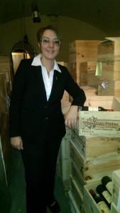 Dipl. Sommeliere Katharina Greifenstein im Keller von Château Figeac